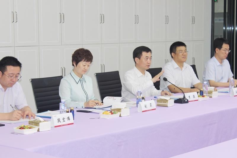 李市长向大家介绍渭南市的发展优势