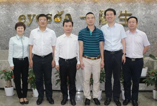 李市长一行与肽度集团董事长黄总合影